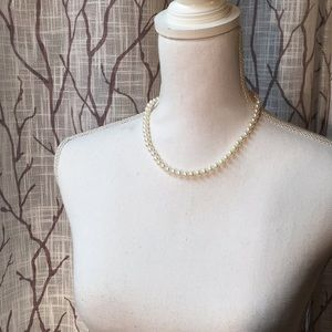 Jewelry - Man made pearl necklace